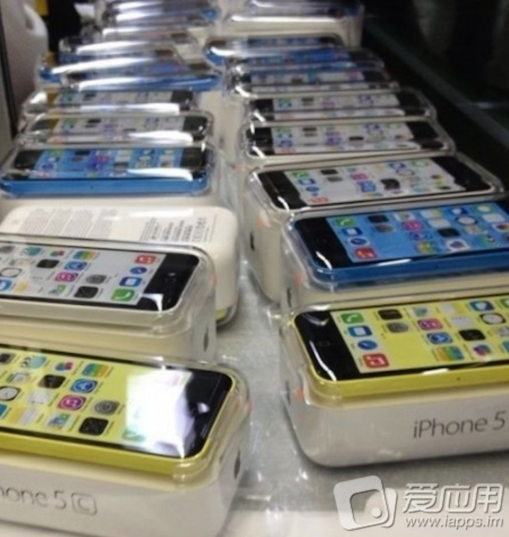 iPhone 5C in all its glory colors-02