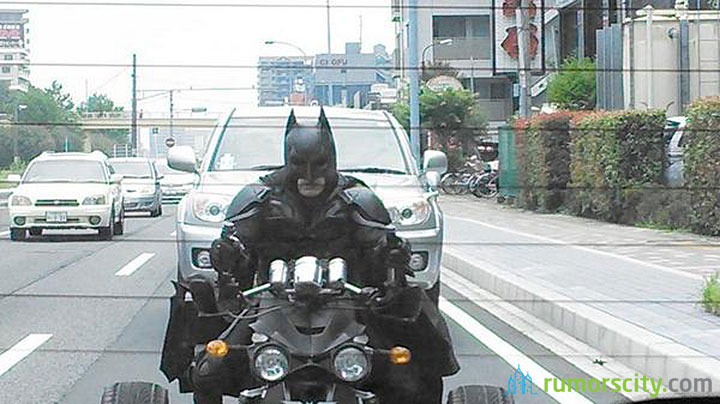 Batman-Spotted-Riding-on-Japan-Motorway-01