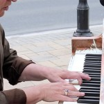 Street-Piano-Played-By-An-Elderly-Stranger-His-Performance-Is-Unbelievable