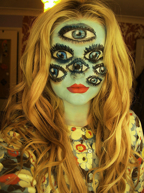 Makeup Tricks For All Your Halloween Needs-08