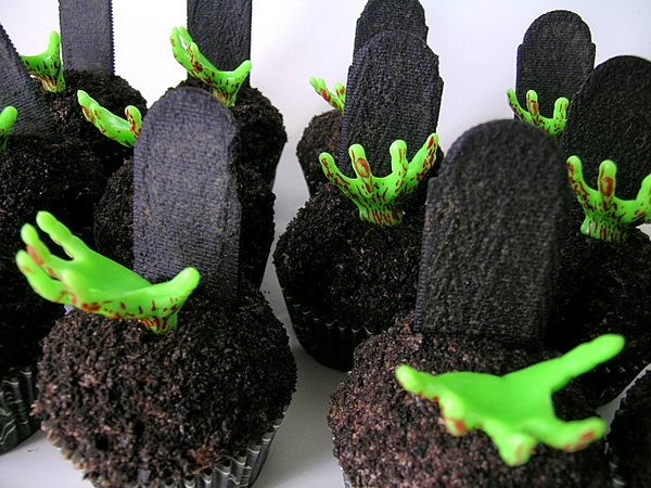 Spooky Halloween Cupcakes That Is Suspiciously Delicious-14
