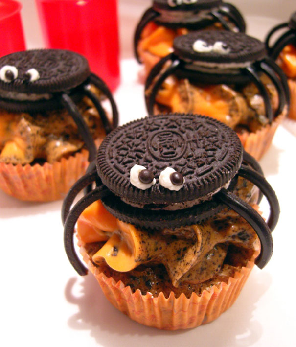 Spooky Halloween Cupcakes That Is Suspiciously Delicious-16