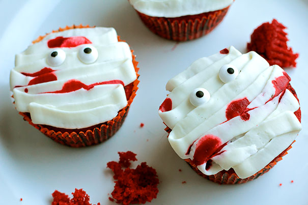 Spooky Halloween Cupcakes That Is Suspiciously Delicious-17