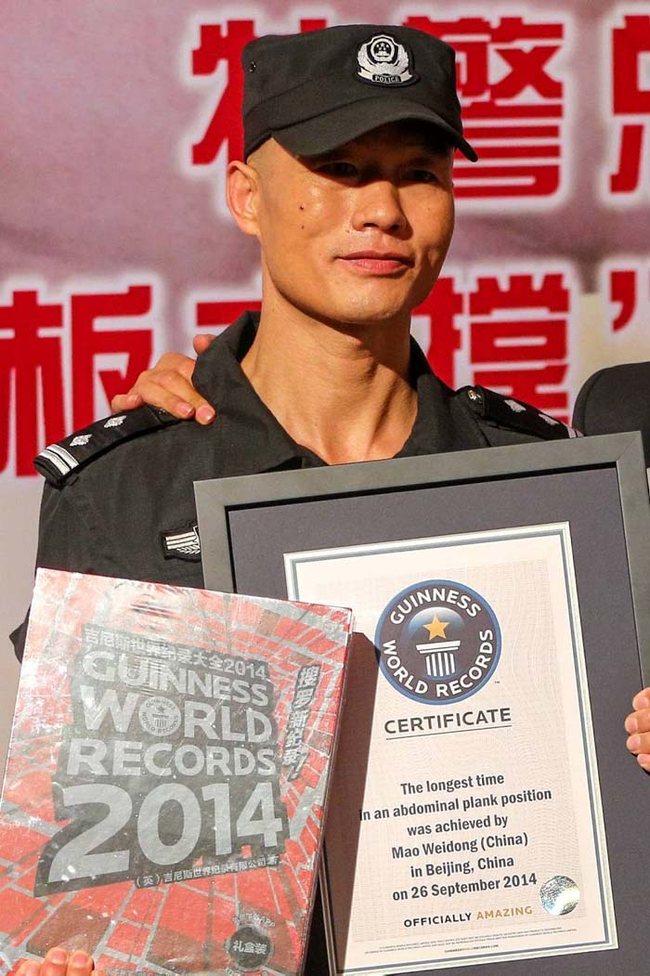 This Man Set A World Record By Being Still For Few Hours-04