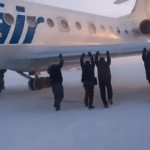 Passengers-Of-A-Russian-Airliner-That-Was-Frozen-To-The-Ground-Got-Out-And-Gave-The-Plane-A-Push