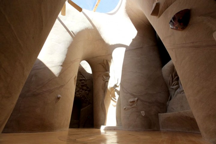 This Artist Carved A Giant Cave For The Past Ten Years-01