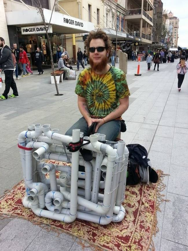 A Street Performer Made Sweet Music With Just PVC Pipes And A Pair Of Flip Flops-01