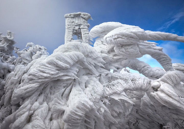 Extreme Weather Turned This Mountain Into A Magnificent Piece Of Art-02