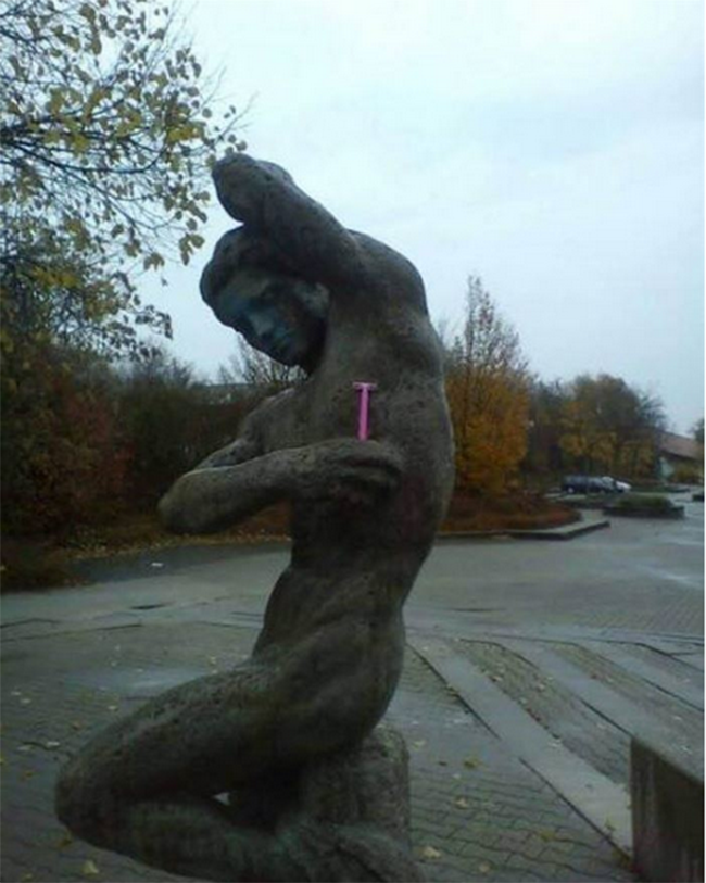 These People Made The Most Out Of The Statues-20
